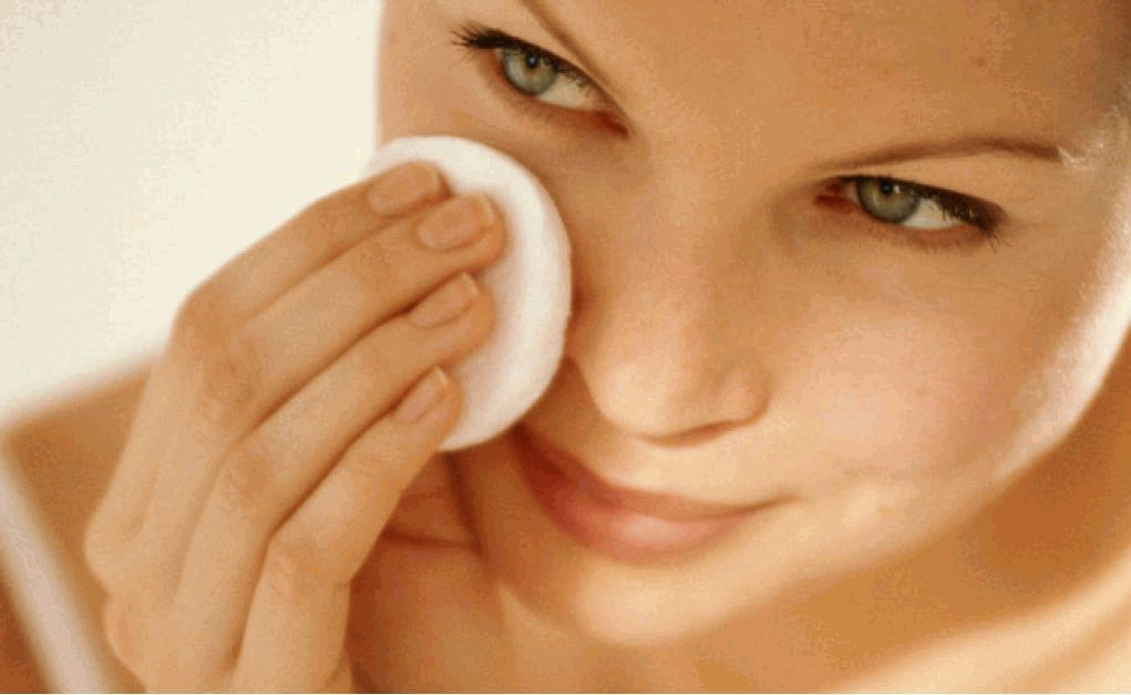 жирная кожа,сухая кожа,дегидратация,нехватка влаги,почему кожа шелушится,дефицит влаги