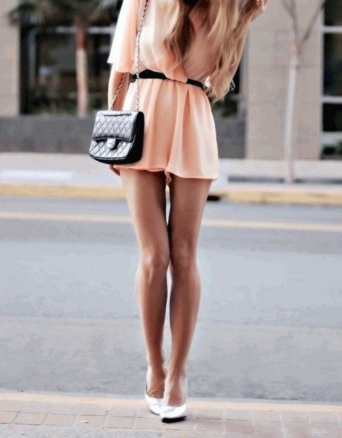короткое платье цвета электрик в стиле 50-х
