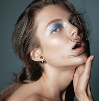 яркий макияж фото, макияж с яркими тенями фото, макияж с яркой подводкой, яркий макияж глаз фото, идеи яркого макияжа, макияж с голубыми тенями фото