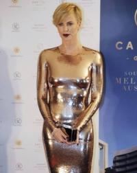 Шарлиз Терон, Capitol Grand Launch Party, золото, золотистое платье, золотое платье