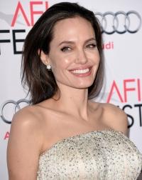 Анджелина Джоли фото 2015, Анджелина Джоли у моря, Анджелина Джоли лучшие образы 2015, Анджелина Джоли стиль 2015, Анджелина Джоли и Брэд Питт 2015 фото