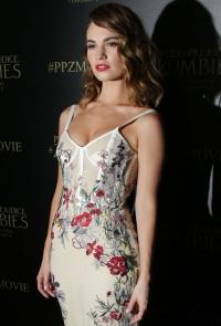 лили джеймс фото 2016, Alexander McQueen платья 2016, Гордость и предубеждение и зомби фильм, образ дня фото