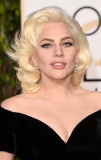 леди гага, Леди Гага фото, Леди Гага 2016, Леди Гага прически, Леди Гага на красной дорожке, Леди Гага на церемонии, прически 8 марта, 8 марта прически, леди гага прическа