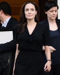 Анджелина Джоли фото 2016, Анджелина Джоли беженцы фото, Анджелина Джоли в Греции фото, Анджелина Джоли в лагере беженцев фото