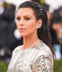 Ким Кардашьян, Ким Кардашьян макияж, Ким Кардашьян косметичка