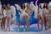 Вместо Санты: самые красивые модели Victorias Secret снялись в игривом рождественском видео