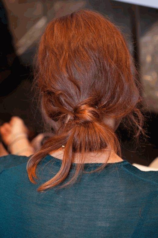 Как сделать небрежный хвост на голове