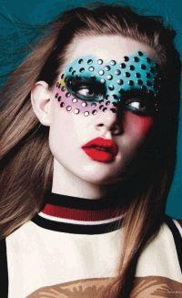 Vogue Germany,арт макияж,макияж,цветные акценты,фотоприцел,яркий образ
