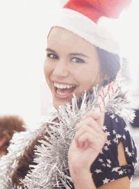 декоративная косметика, новогодний макияж, праздничный make-up, черная тушь, яркая красная помада, новогодний образ