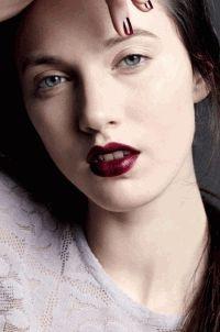 Vogue Japan,фотоприцел,нежный макияж,акцент губы,маникюр,кожа