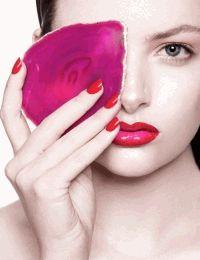 фотоприцел,красная помада,красный,красный маникюр,макияж