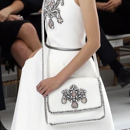 сумка,свадьба,невеста,советы,салфетки,зеркало,пластырь,блеск для губ,пудра