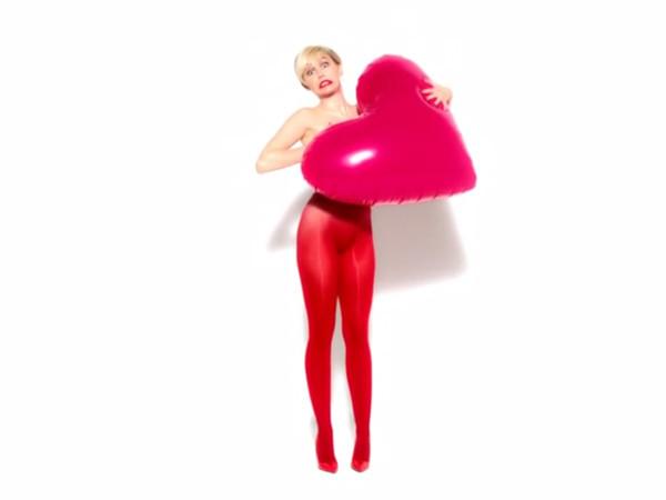 майли сайрус,фото,обнаженная,обнаженные звезды,колготы,реклама,Майли,Golden Lady