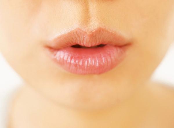 обветренные губы, декоративная косметика, отвар семян льна и ромашки, бальзам для губ