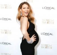 Блейк Лайвли,L%27Oreal,Woman of Worth 2014,беременность,беременная актриса,фото,блестящий макияж,вечерний макияж,образ