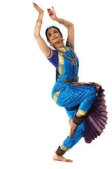 танцы,индийские танцы,танец живота,йога,уменьшить талию,развитие гибкости,мимика лица,укрепить позвоночник,психотерапия