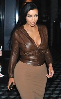 ким кардашьян,Ким Кардашьян образы,образ,сексуальный стиль,фигура,фото,мода,наряд,T-Mobile