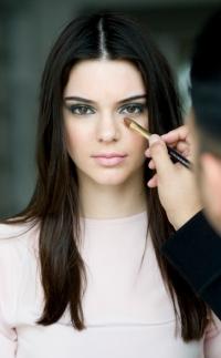 Кендалл Дженнер,ким кардашьян,Кардашьян,макияж,стиль,естественная красота,гардероб,Estee Lauder