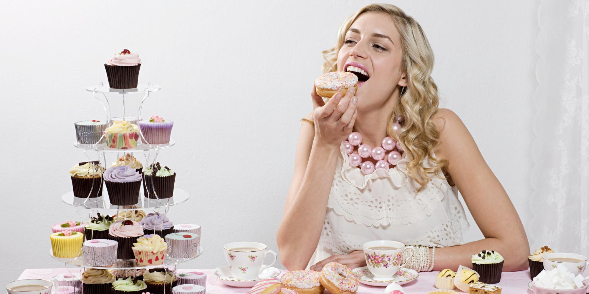 Фото девушек со сладостей