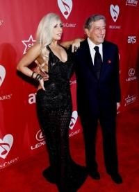 леди гага,Леди Гага шикарная,образ,наряд,новый образ,макияж,черное платье,Тони Беннетт,MusiCares Person of the Year