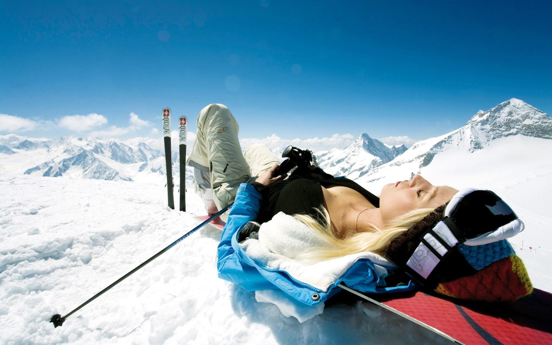 как сжечь калории,зимние забавы,чем заняться зимой на улице,сжигает жир,сноуборд,кататься на лыжах,силовые тренировки,прокачать мышцы пресса