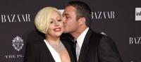 Леди Гага,обручальное кольцо,Тейлор Кинни,послание на кольце Леди Гаги,помолвка Леди Гаги,кольцо Леди Гага