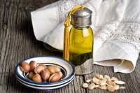 натуральные масла,масла в домашнем уходе,уход за кожей в домашних условиях,рецепты  с маслами,базовые масла,натуральные масла рецепты,эфирные масла применение,масло авокадо,масло жожоба свойства