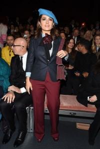 сальма хайек,наряд,яркий образ,костюм,стиль,внешность,Gucci,показ,новый образ