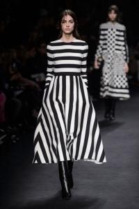 новая коллекция,подиум,показ,черно-белый,черное платье,валентино,Valentino,неделя моды в Париже