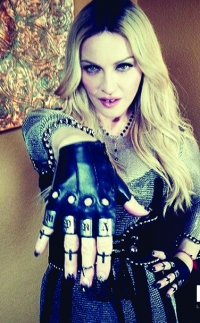 маникюр звезд,кружевной маникюр,Мадонна маникюр,Мадонна,NCLA,Leather %26 Lace от NCLA,оригинальный маникю