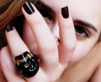 маникюр с черным лаком, черный лак маникюр, черные ногти, маникюр с черным лаком, черный маникюр видео