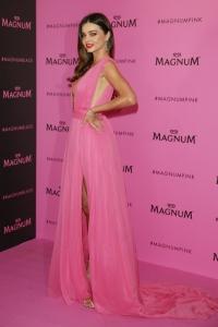 миранда керр,новый образ,розовое платье,канны 2015,откровенный наряд