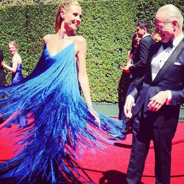 Роскошная Хайди Клум вышла в свет в необычном танцующем платье