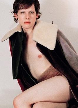 Ее не узнать: модель-трансгендер Хари Неф снялась в новой фотосессии
