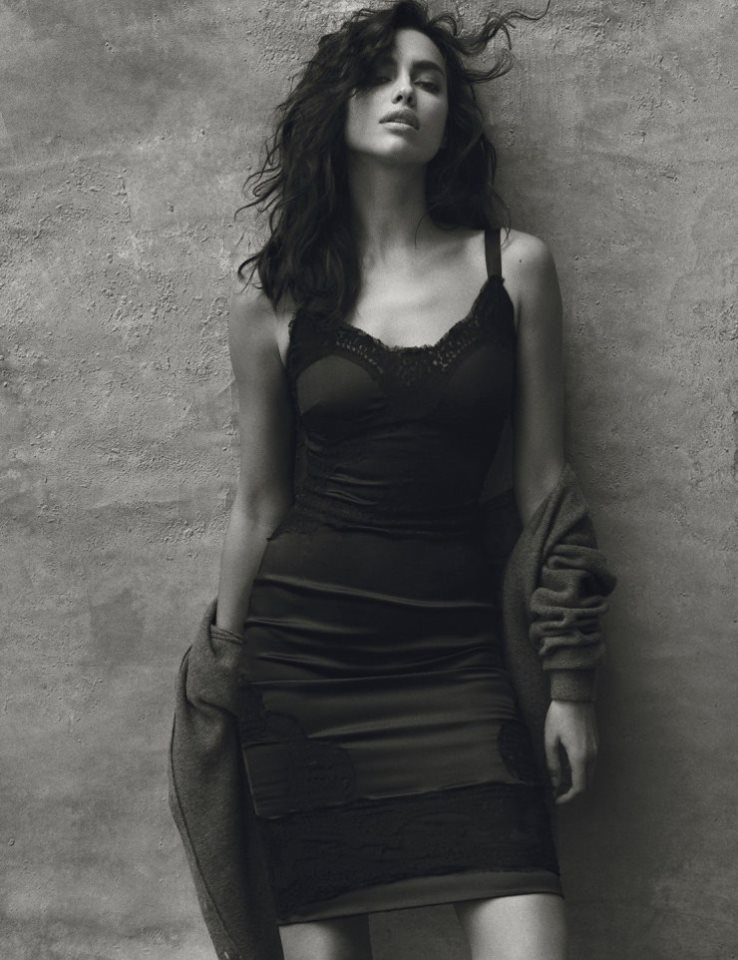 Дважды два - Ирина: модель Ирина Шейк позирует сразу для двух обложек Harpers Bazaar Spain