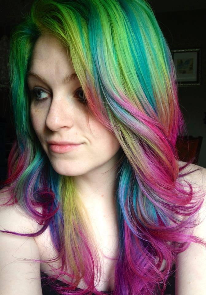 Почувствуй разницу: известный hair-стилист показала обман соцсетей на собственном примере