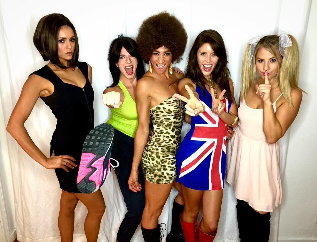 Хочу быть Викторией: Нина Добрев на Хэллоуин превратилась в миссис Бекхэм