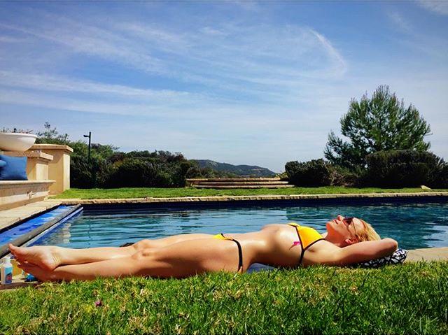 """""""Вау, она обалденная"""": в instagram обсуждают новое фото Бритни Спирс"""