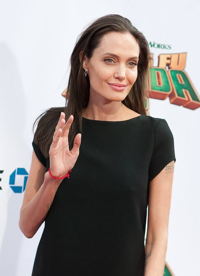 """Образ дня: Анджелина Джоли в платье Saint Laurent на премьере """"Кунг-фу Панда 3"""""""