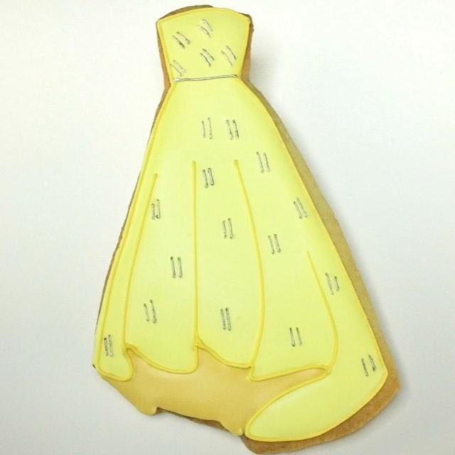 """Творчество в стиле """"Оскар"""": наряды звезд сравнили с платьями диснеевских принцесс и печеньем"""
