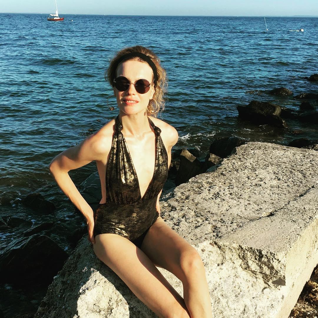 Пример для молодых мам: Наталья Водянова поделилась фото в купальнике