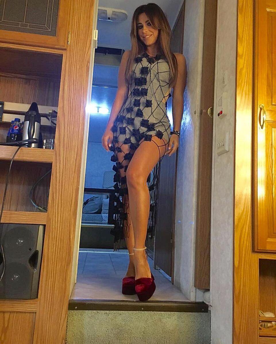 Точеная фигурка: Ани Лорак в ультракоротком платье от украинского бренда Litkovskaya