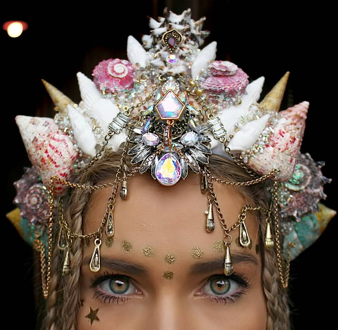 Со дна морского: девушка делает короны из ракушек, которые покорят ваши сердца