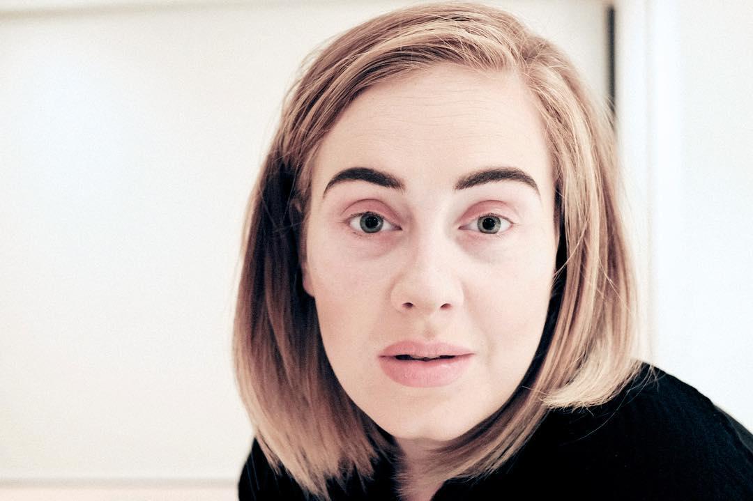 Беспрецедентный случай: простуженная Адель показалась без макияжа