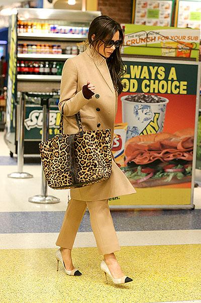 Икона стиля: лучший аэропорт-look Виктории Бекхэм