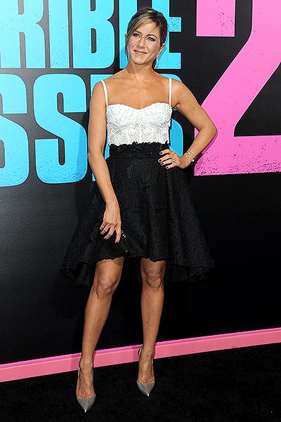 Дженнифер Энистон блистает в мини-платье: стайл или провал?