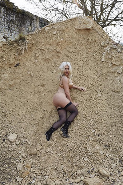 Тело в песках: Ким Кардашьян в объективе супруга Кэни Уэста