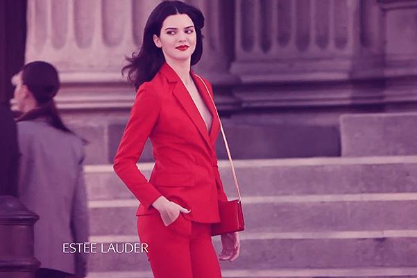 Новая муза: роковая Кендалл Дженнер представляет аромат Modern Muse Le Rouge