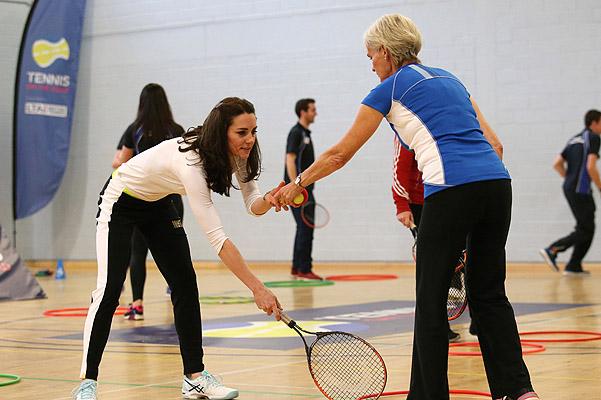 Спортивный пример: Кейт Миддлтон взяла урок тенниса у звездного тренера Джуди Маррей