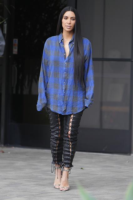 Образ дня: Ким Кардашьян с кольцом в губе на улицах Лос-Анджелеса (ФОТО)